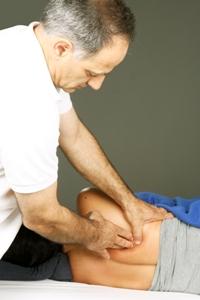 """אינטגרציה מבנית של ד""""ר רולף רולפינג - טיפול בכאב גב"""